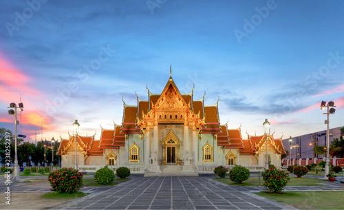 Photo  The Marble Temple, Wat Benchamabopit Dusitvanaram in Bangkok, Thailand