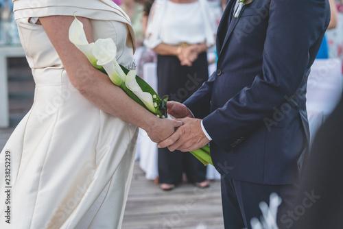 Fotografie, Obraz  manos novios boda anillo