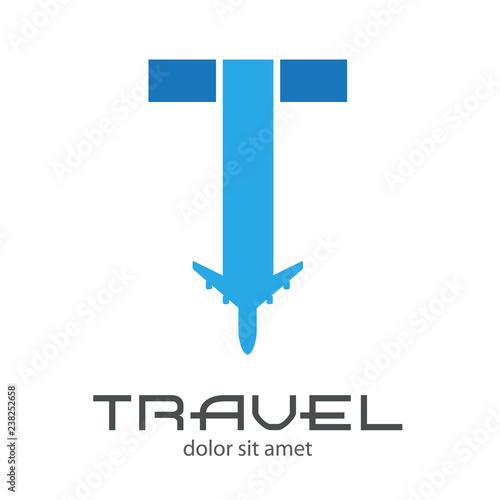 Obraz na plátně Logotipo TRAVEL con letra T con avión en dos tonos de azul