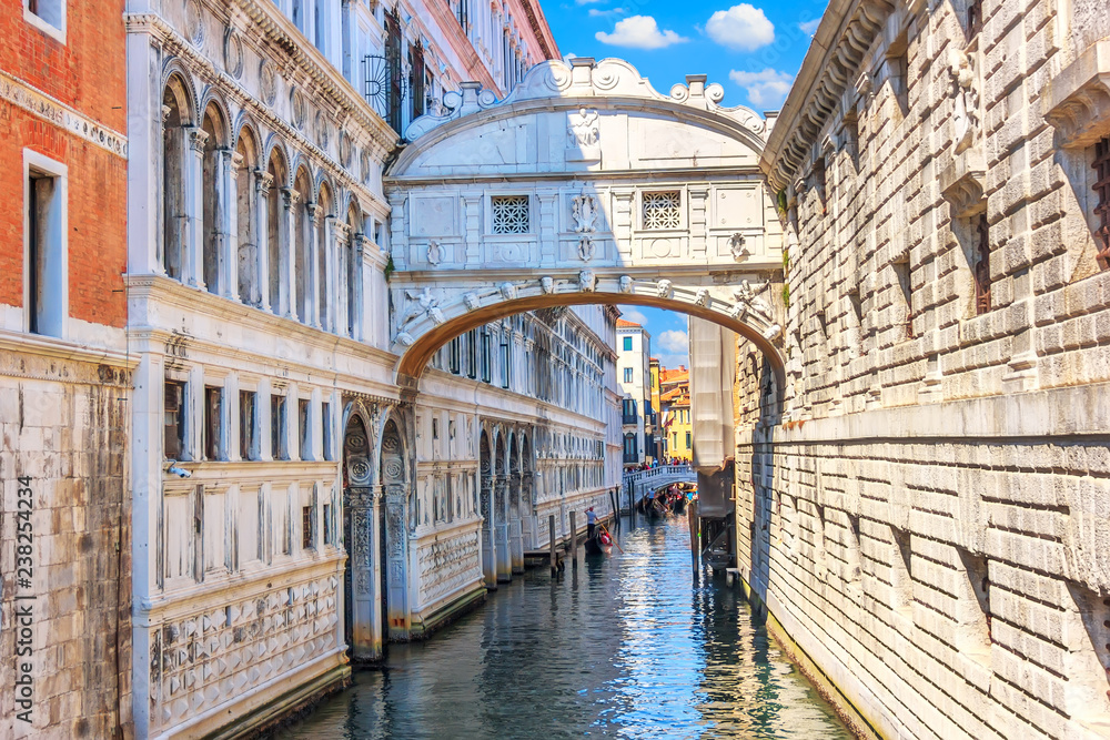 Fototapety, obrazy: The Bridge of Sighs over the canal of Venice, Italy