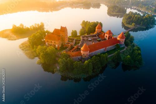 Papiers peints Con. ancienne Medieval castle on island
