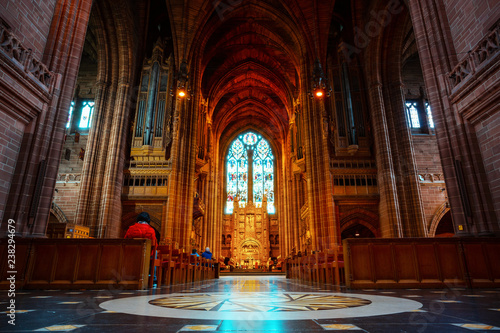 La pose en embrasure Edifice religieux Liverpool Cathedral in Liverpool, UK