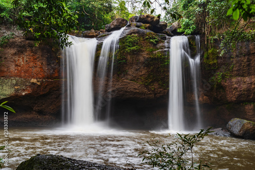 Fototapeten Wasserfalle Haew Suwat Waterfall in Khao Yai Park, Thailand