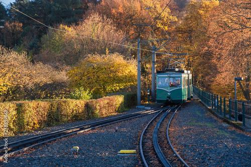 Die Drachenfelsbahn in Königswinter im Herbst