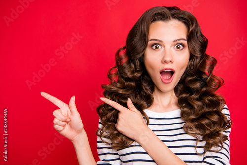 Photo  Close up photo of attractive beautiful she her lady fingers up to empty space wo
