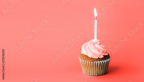 Photo  holiday, celebration, greeting and party concept - birthday cupcake with one bur