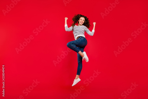 Fotografia  Full length size body photo of fly high attractive beautiful her girl jumping of