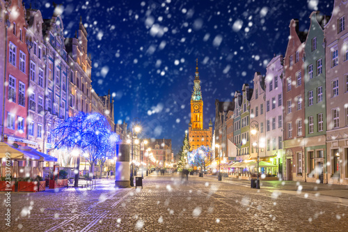 obraz PCV Old town of Gdansk on a cold winter night with falling snow, Poland