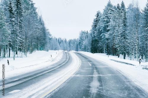 Obraz Road in snowy winter Lapland - fototapety do salonu