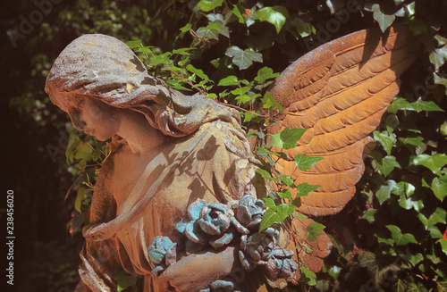 Papiers peints Con. ancienne fragment of antique statue of an angel as a symbol of love, faith and hope