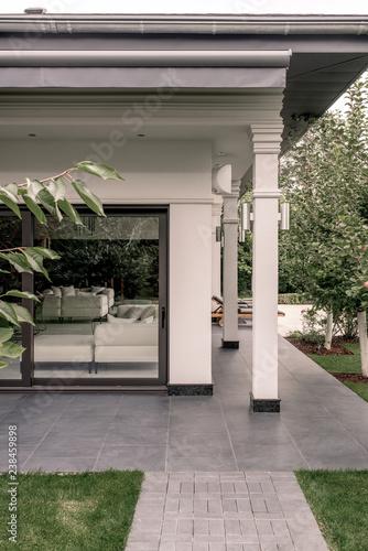 Papiers peints Scandinavie Stylish villa with columns and fruit trees