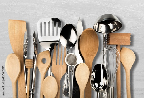 Fotomural  Kitchen metal and wooden utensil on  background