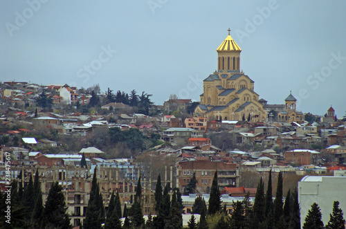 Foto  Beautiful church in the city of Tbilisi.