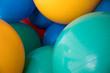 canvas print picture - Bunte Pezziball Bälle in Grün, Gelb, Blau im Lager für Gymnastikball Fitness Training zur Balance Stärkung oder als Sitzball zum sitzen