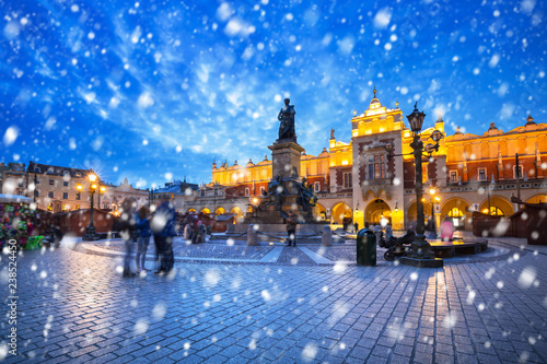 obraz PCV Old town of Krakow on a cold winter night with falling snow, Poland