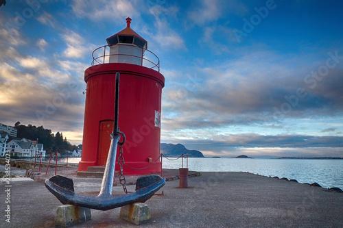 Leuchtturm im Hafen von Alesund Tablou Canvas