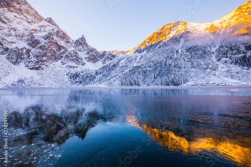 Foto auf Leinwand Blaue Nacht Winter mountains background