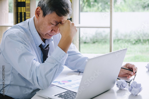 Fotografía Feeling sick and tired, Senior businessman depressed and exhausted, businessman