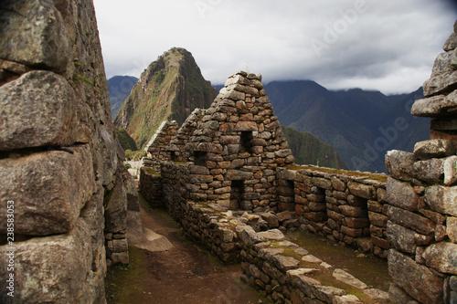 Photo  Machu pichu ruins in front of mountain