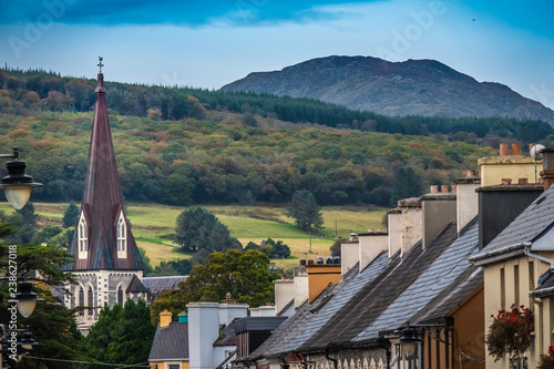 Photo The charming small town of Kenmare (the little nest), on the ring of kerry and the ring of Beara, in the south of County Kerry, Ireland