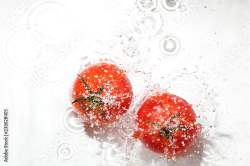Poster Eclaboussures d eau 水中のトマト