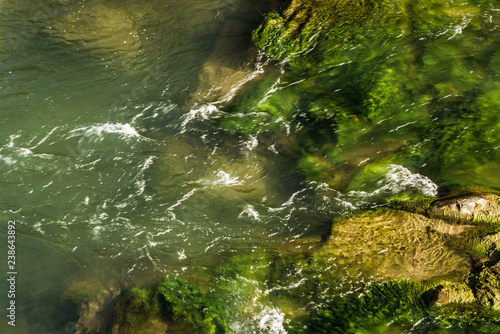 Foto op Plexiglas Groene rocky river shrouded in water for the whole frame