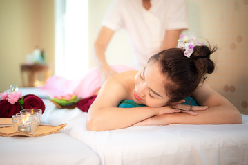Obraz na płótnie Canvas Sap Massage. Masseur doing massage with treatment sugar scrub on Asian woman body in the Thai spa lifestyle, so relax and luxury. Healthy Concept