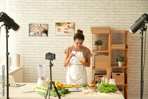 Foto op Plexiglas Koken Food blogger cooking