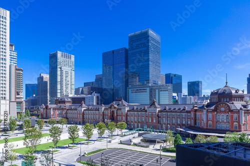 (東京都ー都市風景)青空の下の東京駅とビル群1 Wallpaper Mural