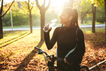 Attractive Fit Sportswoman With A Bicycle At The Park