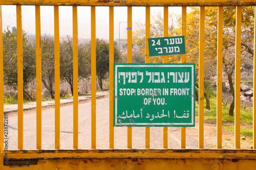 Obraz na plátne Stop Border in front of you, Israel Metula