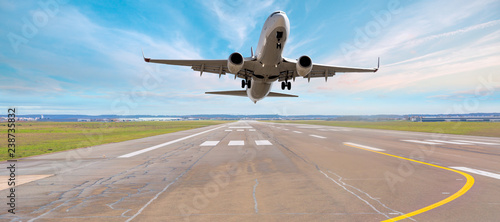 Poster Avion à Moteur Airplane take off from the airport - Travel by air transport