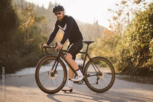 Carta da parati Professional road bicycle racer posing