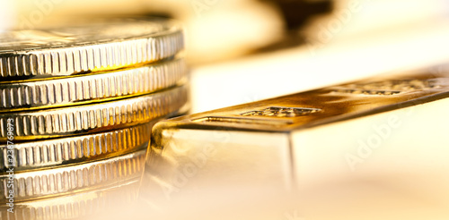Papel de parede gold bars and coins close up