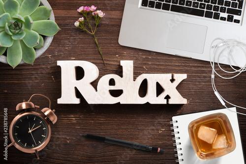 Wort Relax Auf Holzuntergrund Und Burodekoration Kaufen Sie