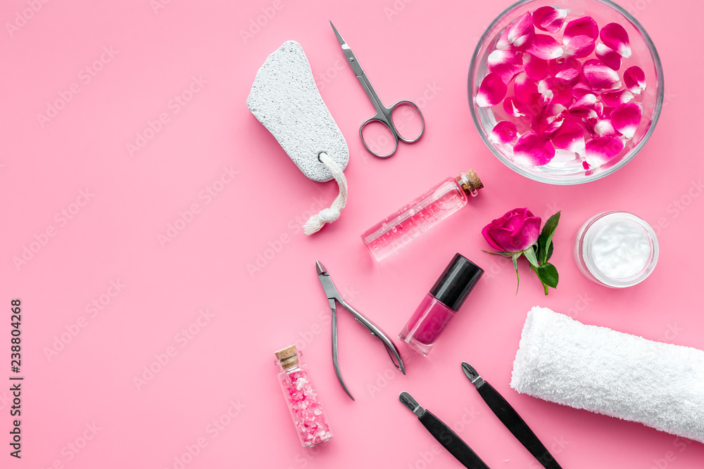 Fotografía manicure and pedicure equipment for nail bar set on rose background top view moc