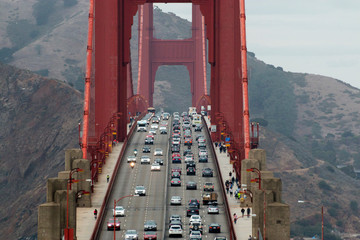 Fototapeta Mosty Traffic Pedestrians and Cyclists on the Golden Gate Bridge in San Francisco