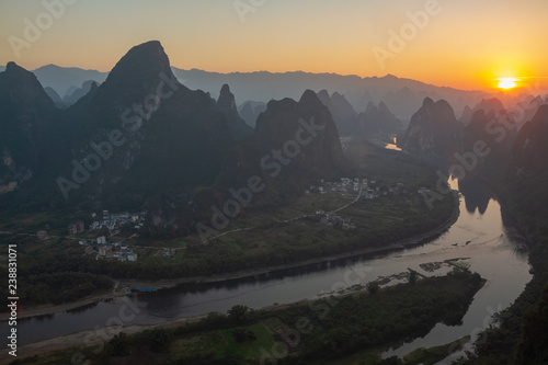 Obraz na plátně  Sunrise over the Li River as seen from Xianggong mountain, Yangshuo, Guilin, China