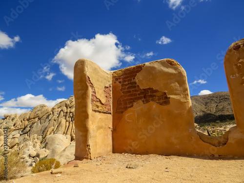 Fotografie, Obraz  Corner wall of a ruined building in Joshua Tree