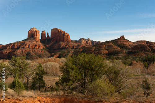 Zdjęcie XXL Cathedral Rock w Sedona w Arizonie, popularne miejsce podróży i turystyki na południowym zachodzie Ameryki