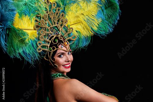 Photo Brazilian woman posing in samba costume over black background