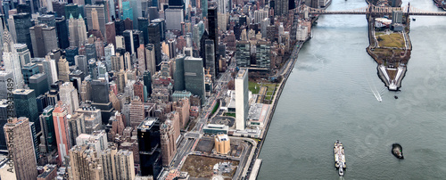 Fond de hotte en verre imprimé New York City Roosevelt Island and Bridges as seen from the helicopter in New York City