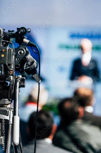 Media Event. Camera Recording Male Speaker On Stage Tapéta, Fotótapéta