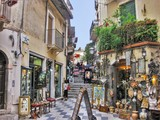 Fototapeta Uliczki - A colorful Street in the medieval town of Taormina, Italy.