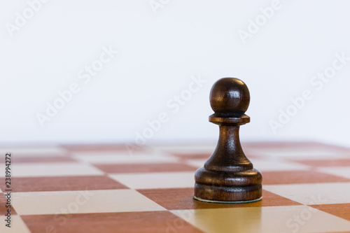 Fotografía  Black pawn on black square on chessboard