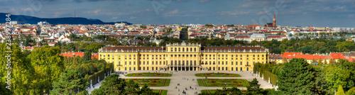 Übersicht über  Wien mit Schloss Schönbrunn im Vordergrund