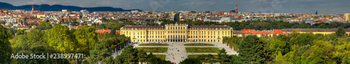 fototapeta na lodówkę Übersicht über Wien mit Schloss Schönbrunn im Vordergrund