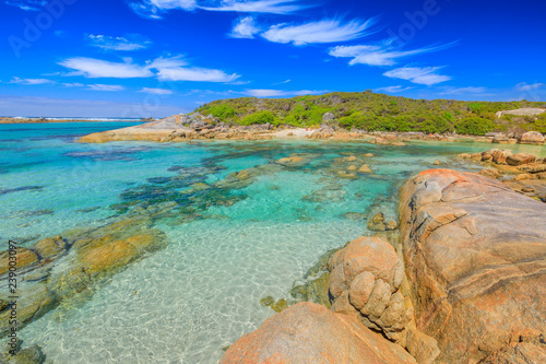 Staande foto Oceanië William Bay National Park, Denmark region, Western Australia. Tropical turquoise waters of Madfish Beach surrounded by rock formations. Sunny blue sky. Popular summer destination in Australia.