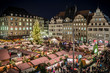 Marktplatz mit Weihnachtsmarkt
