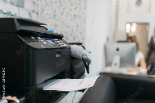 Fotografia  Copier with contract, equipment in business office